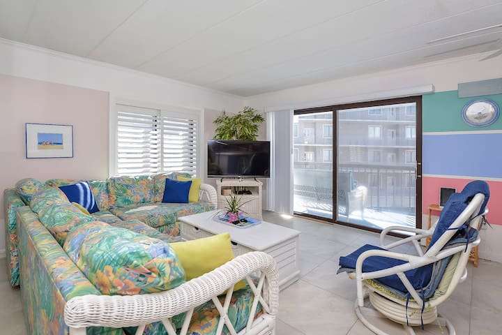 Beautiful Direct Bay Front Bay Princess Condo with Outdoor Pool