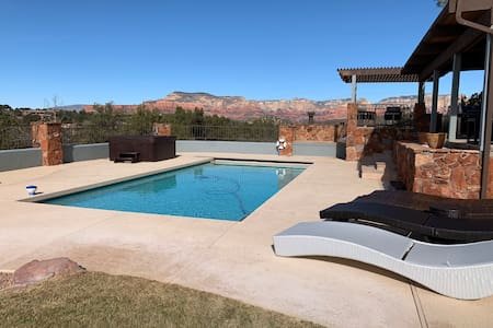 Sedona Sunset Ranch, Views! Heated Pool, Hot Tub