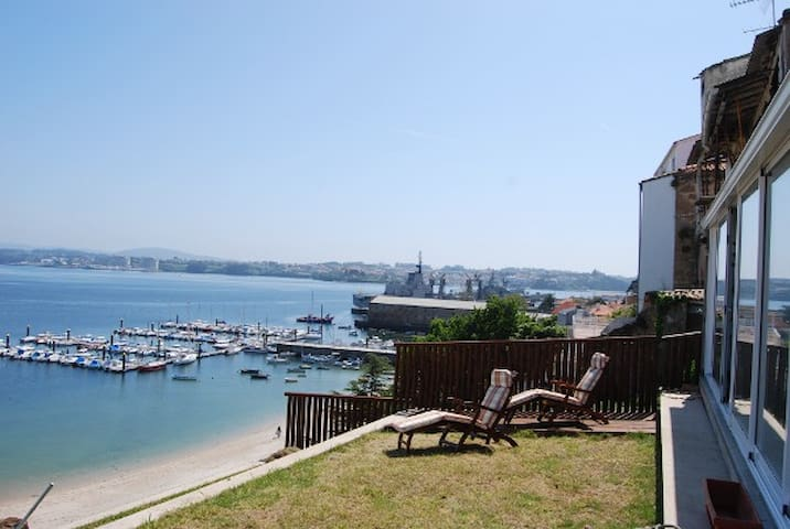 House on the beach front line. - Ferrol - บ้าน
