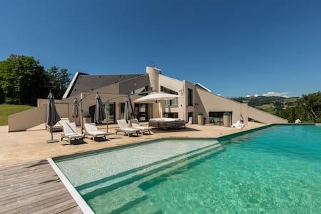 Villa de Prestige piscine chauffée, jacuzzi, parc - Marcellaz-Albanais - Villa