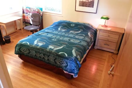 East Bay Room, must like pets! - Oakland
