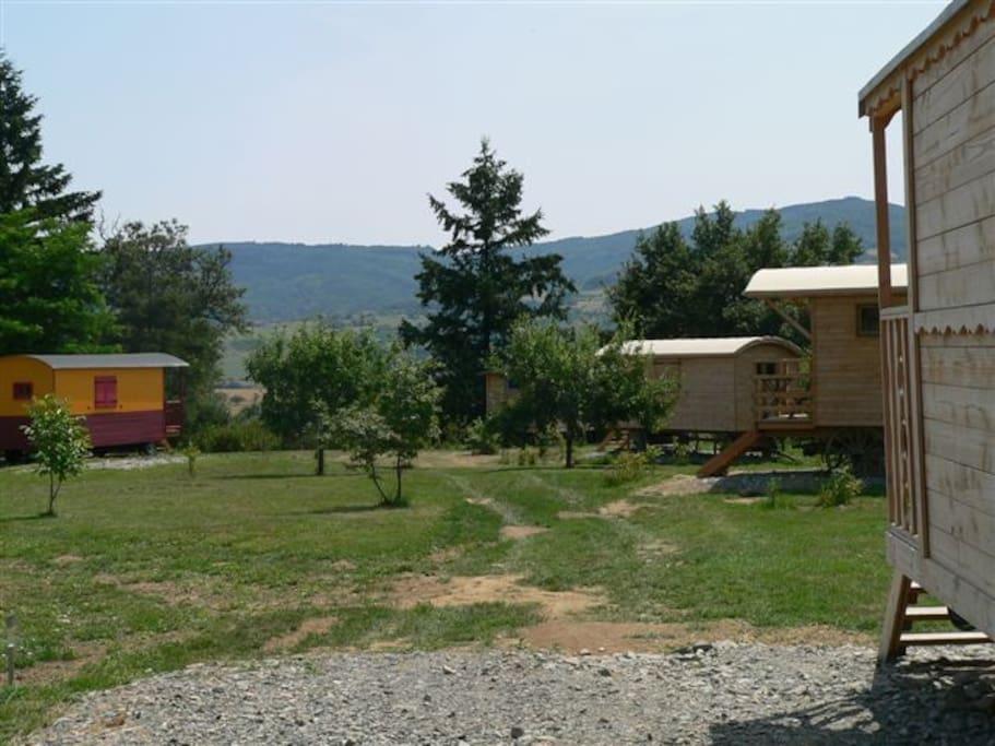 h bergement insolite en roulottes yurts for rent in bessenay auvergne rh ne alpes france. Black Bedroom Furniture Sets. Home Design Ideas
