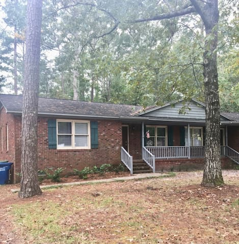 2bd/1 bath, 3 miles from Wrightsville Beach & UNCW