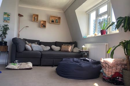 Double bedroom with private bathroom in Kilburn