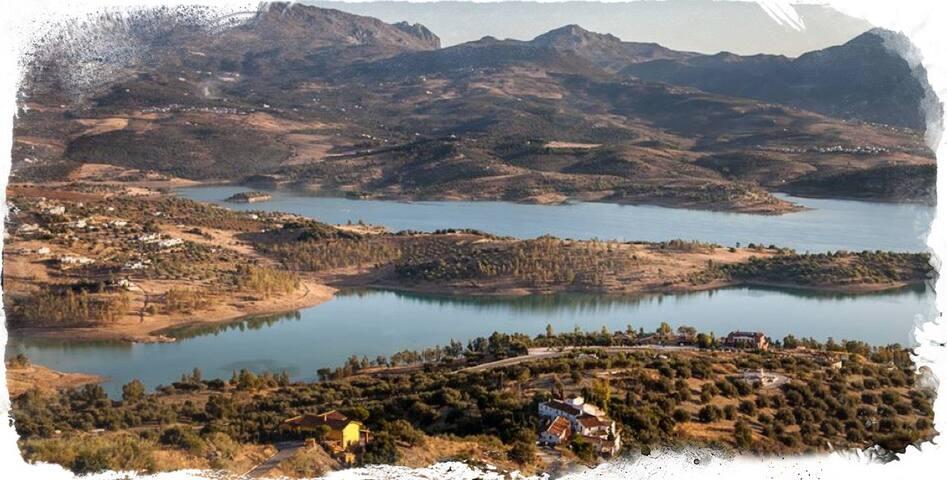 Castillejos Retreat - Lake Vinuela