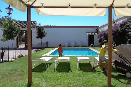 Casa con piscina, barbacoa y wifi - ECIJA - Casa