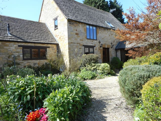 4 Star Cottage, Chipping Campden    - Broad Campden - House