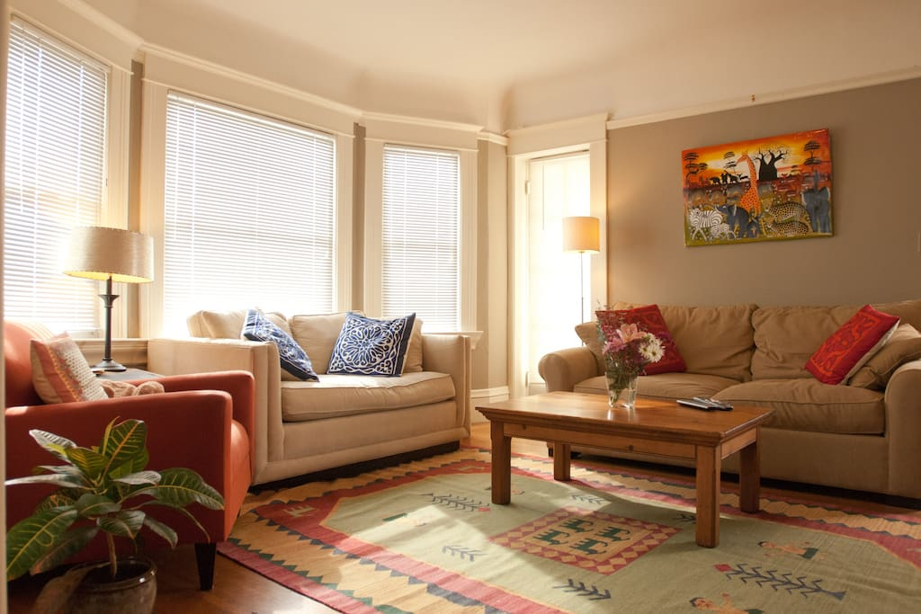 Seating for 6 on comfortable couches and chairs Pull-out queen sofa bed.