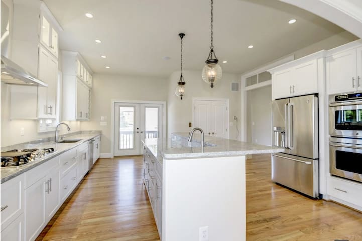 NEWLY BUILT Large Single Family Home in Arlington