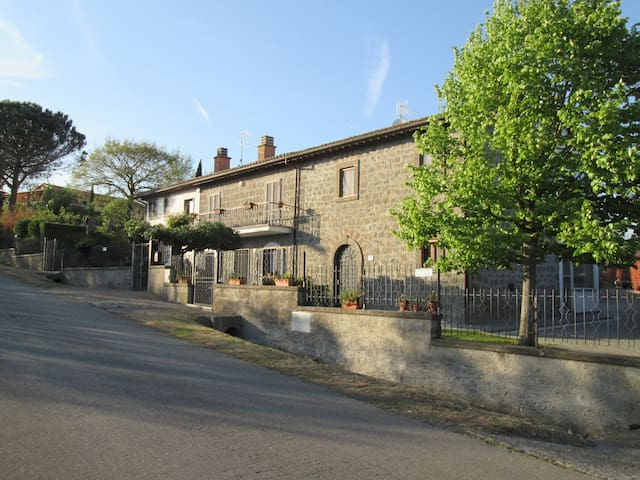 "B&B   "" La Balocca ""   Camera Glicine - Montefiascone - Bed & Breakfast"