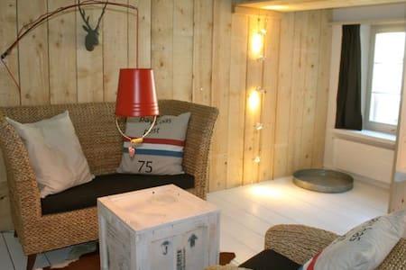 kunstvolle 2-Zimmerwohnung nähe See - Steckborn - Apartament