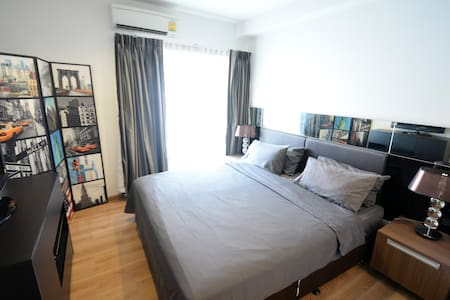 unbeatable location, 5 stars families, highly security & privacy  . Less than 1mins walk to Skytrain ( National Stadium Station), shopping malls, restaurants, banks, 7-11. FREE!! Limousine pickup for minimum 3 nights stay.  NOW! with FREE POCKET WiFi