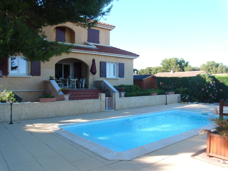 Villa de 150m avec piscine villas for rent in rognac for Villa piscine sud france
