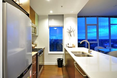 Richmond 2.5 Bdrm Penthouse Suite - Richmond - Apartment