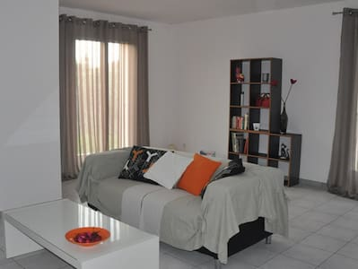 Comfortable villa - sleeps 6