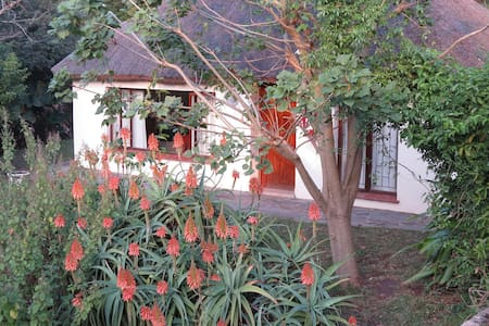 3 private units with large garden - Bed & Breakfast