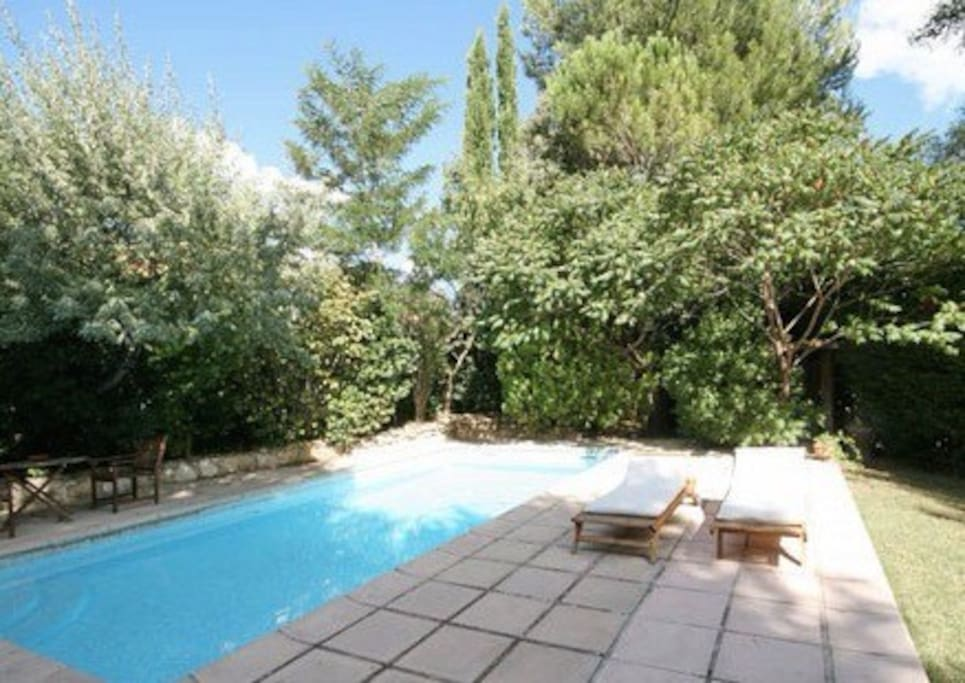 belle villa location d 39 t maisons louer guilles provence alpes c te d 39 azur france. Black Bedroom Furniture Sets. Home Design Ideas