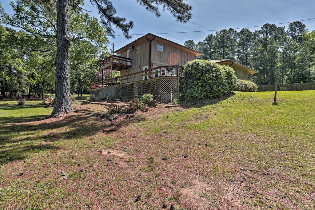 This home is just steps from Toledo Bend Lake!