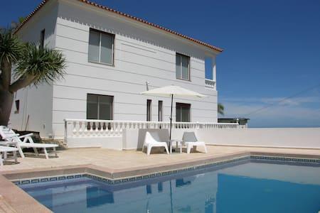 VILLA COLONIAL CON PISCINA  - Santa Úrsula