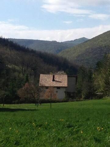 Piacevole casa  nella tranquilità - Copogna - บ้าน