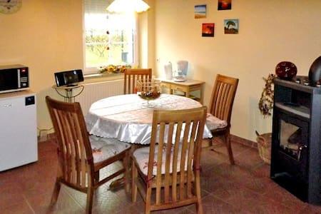 Familienfreundliche Ferienwohnung mit großem Garten - Bömitz - 아파트