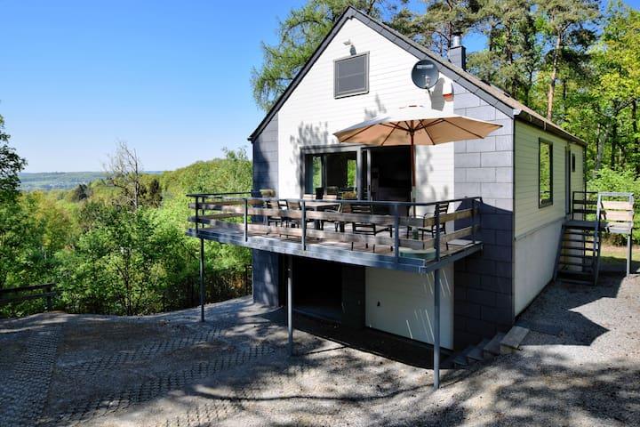 Moderna casa de vacaciones con terraza privada en Ardenas