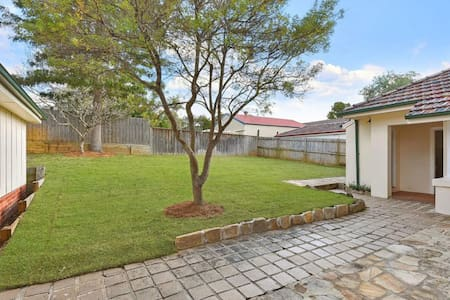 Green Big House - 4 Bedrooms - Pennant Hills