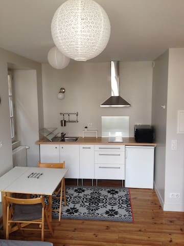 Nice studio for rent downtown - Sare - Huoneisto