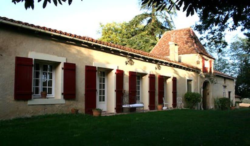 « Bareitou » au Manoir de Bareït - Brassempouy - Wikt i opierunek