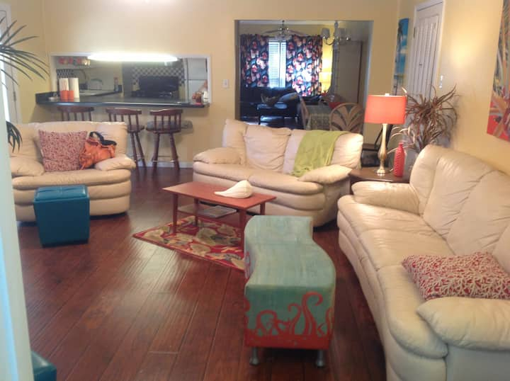 FULLY Furnished Home near the Bay