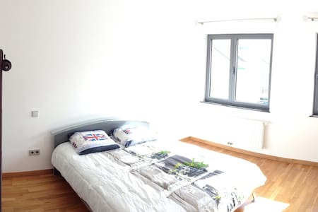 1 Bedroom & sep. shower 10min-Lux. - Villa