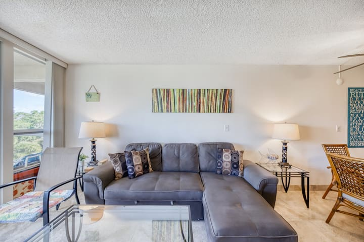 Sunny Fourth Floor Condo with Shared Pool, High-Speed WiFi, and Washer/Dryer