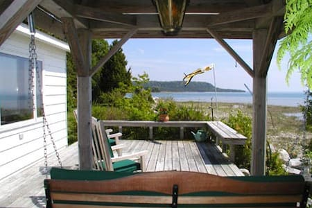 Very Private Lake Michigan Cottage! - St. Ignace