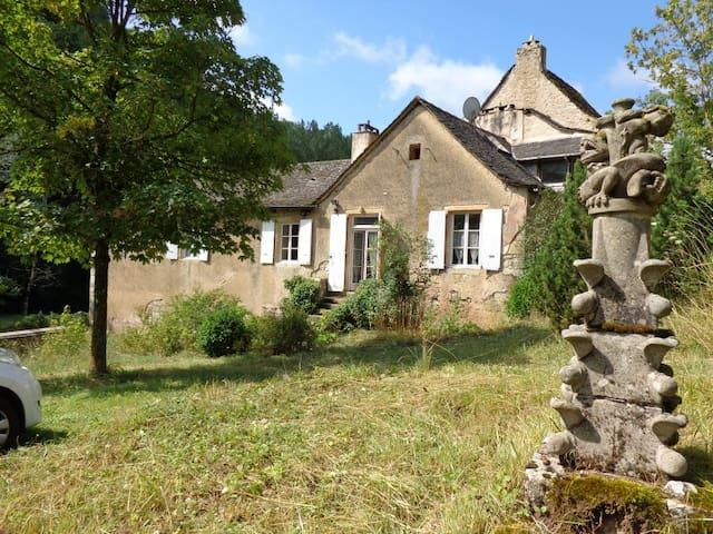 Gîte Marcillac, la vallée du Cruou - Mouret - Haus