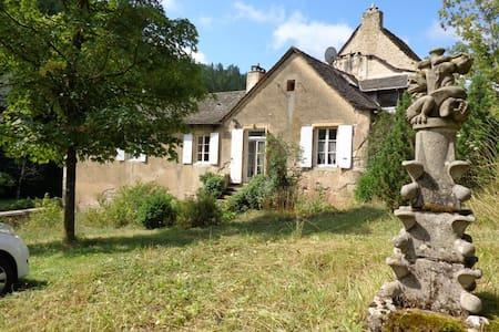 Gîte Marcillac, la vallée du Cruou - Mouret - Dom