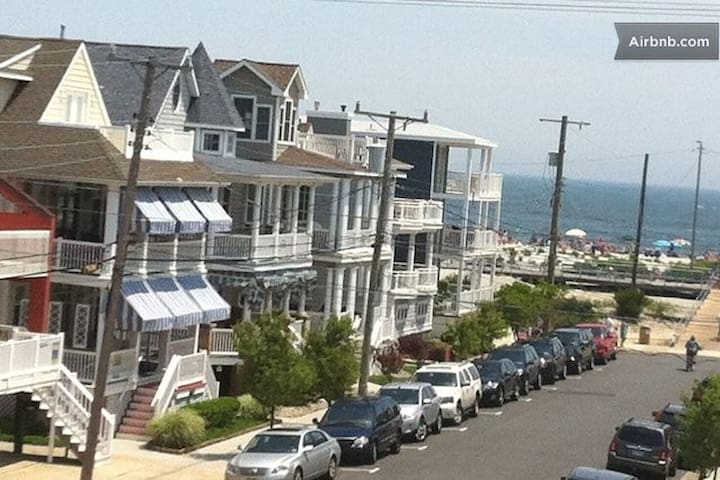 Beautiful! Steps from the beach!!! - Ocean City - Apartment