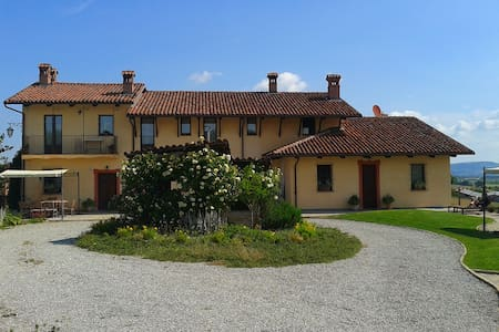 Farm-house in hilly Langhe with wonderful view - Bene Vagienna - Haus
