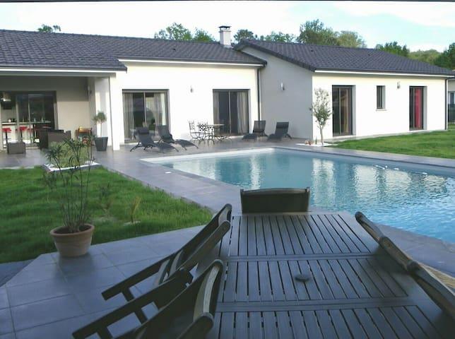 Villa de prestige avec piscine  - Saint-Selve - Hus