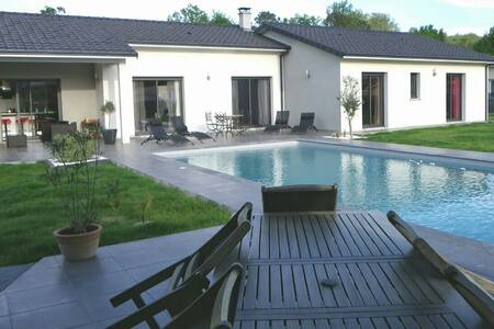 Villa de prestige avec piscine  - Saint-Selve - บ้าน
