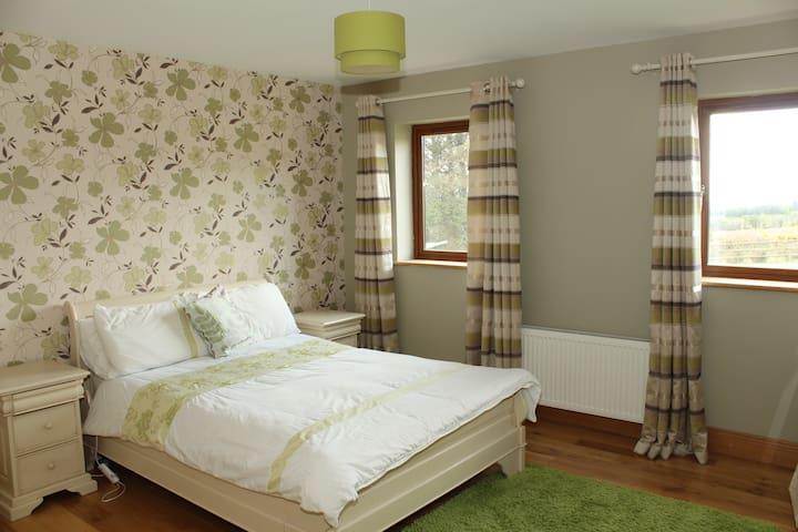 Great Location & Warm Welcome - Ballyfinnane, Firies - House
