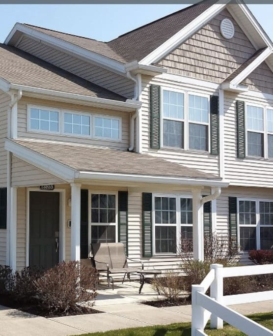 north royalton chat rooms $279,900 18279 crystal lakes north royalton, oh  cluster home,ranch # rooms: 5 stories: 1 taxes: $5,383  actions  chat with us now.