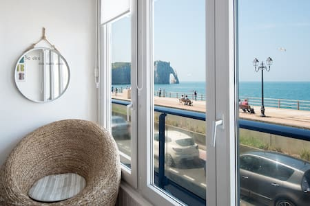 EXCEPTIONAL SEA VIEW.  BEDROOM APARTMENT. PARKING
