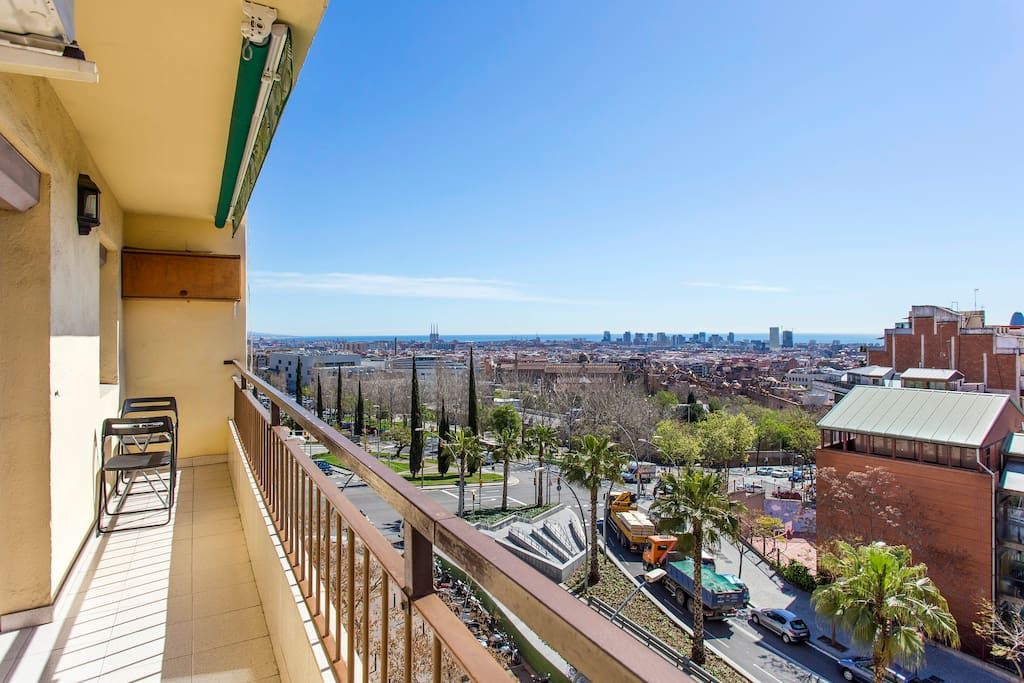 Enjoy a breakfast or coffee with amazing views of Barcelona!