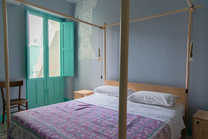 camera da letto matrimoniale, luminosa e spaziosa