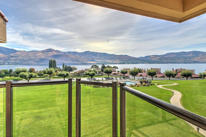 Waterfront condo with lake views, pools, hot tub in a quiet community