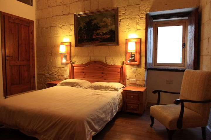 Sleep 6 - Traditional Maltese House
