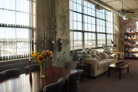 Gorgeous modern loft apartment - Omaha - Loft