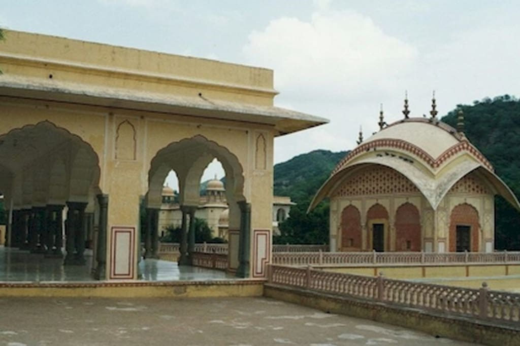 Newly restored temple and garden, near Jal Mahal, has beautiful gardens and is popular picnic place. This is also beautiful location for film shooting. 6.5 Kms on the way to Amer