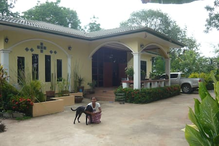 Beautiful, spacious country house - Ban Khwao - Дом