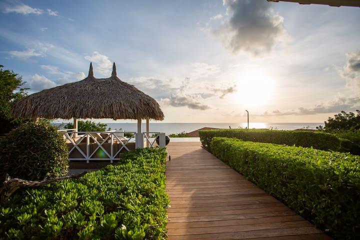 Bista riba Laman - Luxe sea villa, private pool!